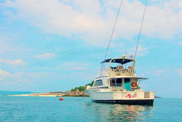 Рыбацкая лодка Бертрам 50. Аренда лодок на Пхукете.