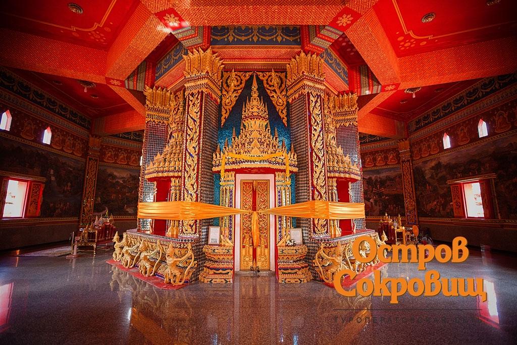 Внутри храма Банг Рианг