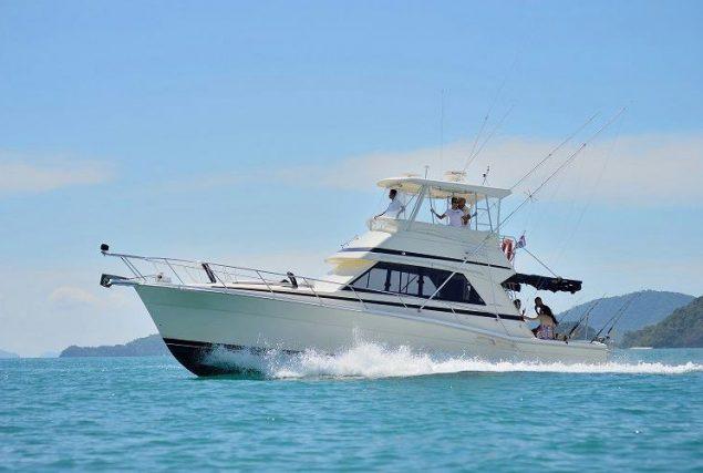 Яхта Riviera